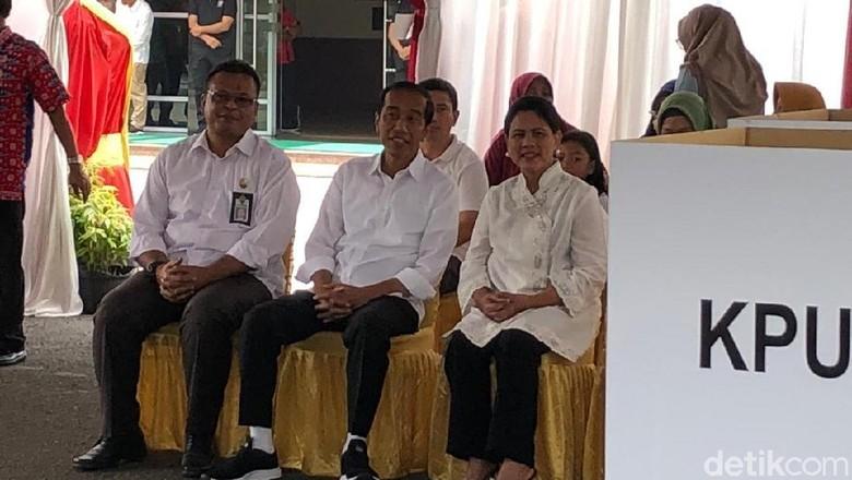 Usai Nyoblos Bareng Iriana, Jokowi: Plong...