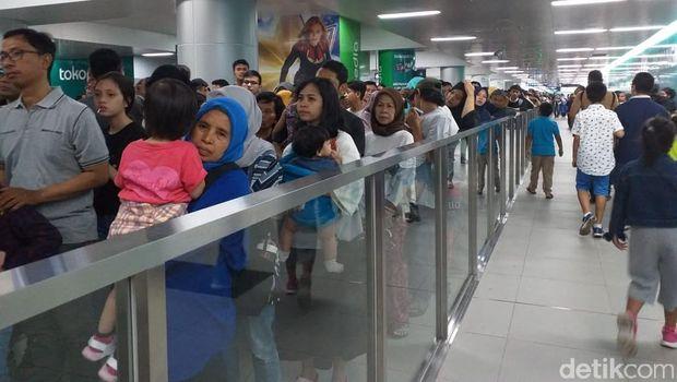 Antrean MRT Jakarta