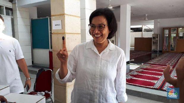 Bukan Karena 'Menteri Pencetak Utang' Sri Mulyani Menangis