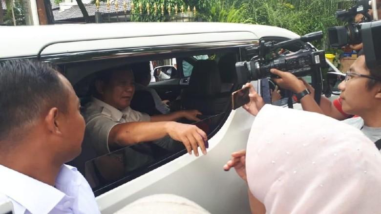 Mobil Prabowo Merapat ke Rumah Kertanegara Tanpa Patwal