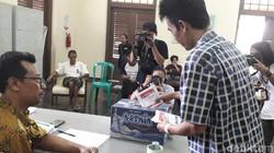 Rumah Sakit Marzoeki Mahdi (RSMM) di Bogor memfasilitasi Orang Dengan Gangguan Jiwa (ODGJ) yang hendak nyoblos. Tercatat 7 ODGJ memberikan suara.