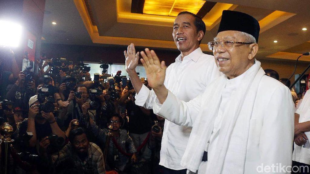 Jokowi-Maruf Amin Semringah di Djakarta Theater