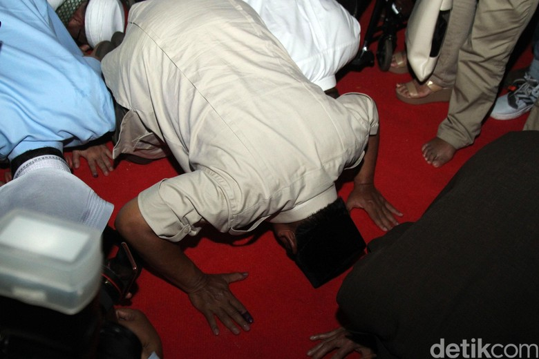 Deja Vu Sujud Syukur Prabowo
