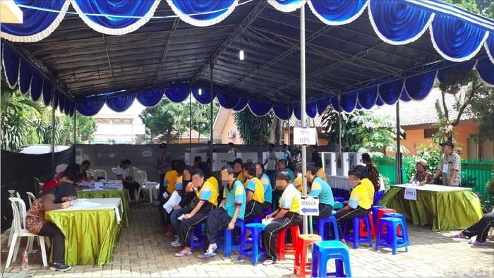 Suasana pemungutan suara di Panti Bina Laras Harapan Sentosa 2 Cipayung Jakarta Selatan (Foto: Aisyah/detikHealth)