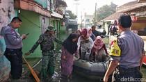 Ke TPS Pakai Perahu, Korban Banjir Bandung Antusias Mencoblos
