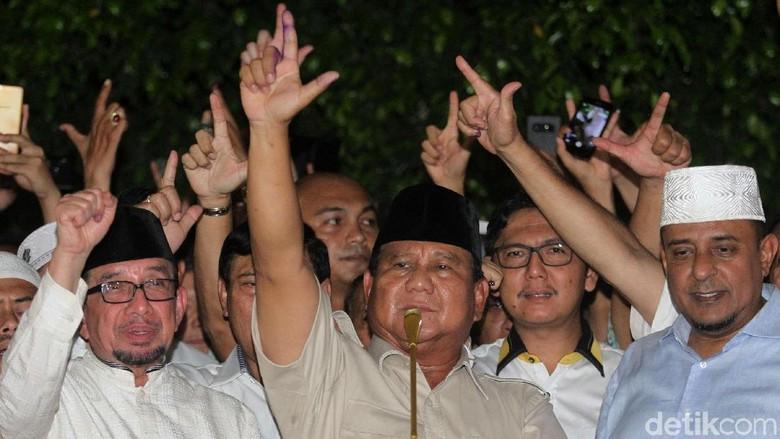 Prabowo Klaim Menang dan Sujud Syukur