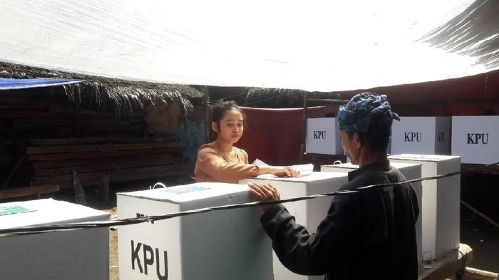 Warga adat Baduy turun gunung dan rela tak berladang untuk ikut mencoblos di Pemilu 2019.Foto: Bahtiar Rivai - detikcom
