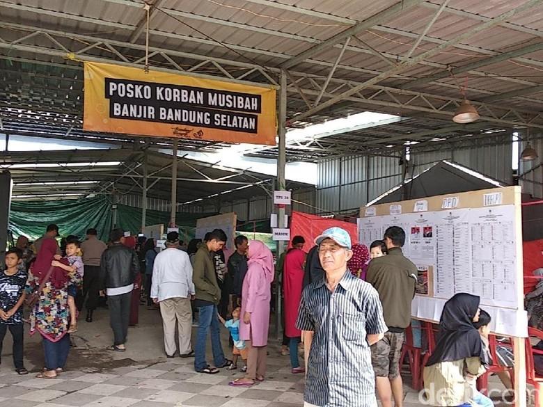 Melihat Semangat Warga Korban Banjir Bandung Tetap Nyoblos ke TPS