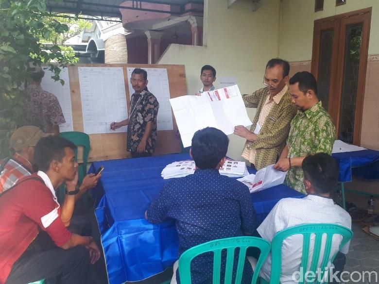 Jokowi-Maruf Menang Mutlak di TPS Bupati dan Wabup Bojonegoro