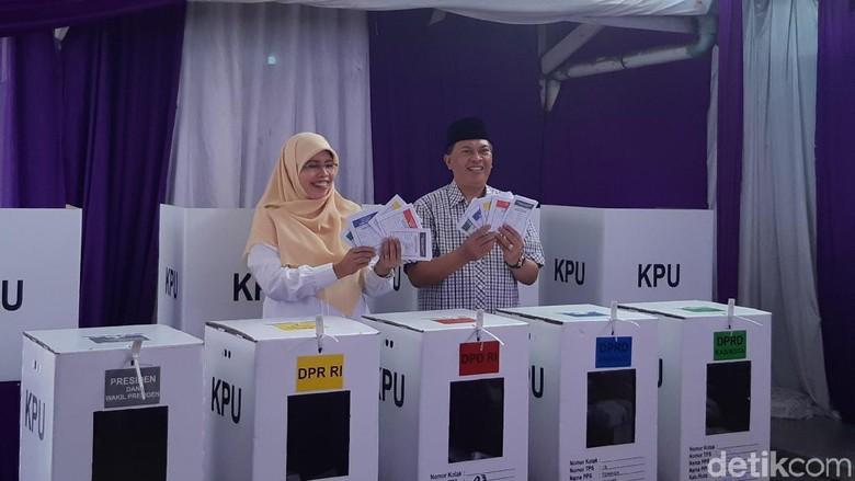 Nyoblos di TPS 3, Wali Kota Bandung: Lumayan Lama Oge