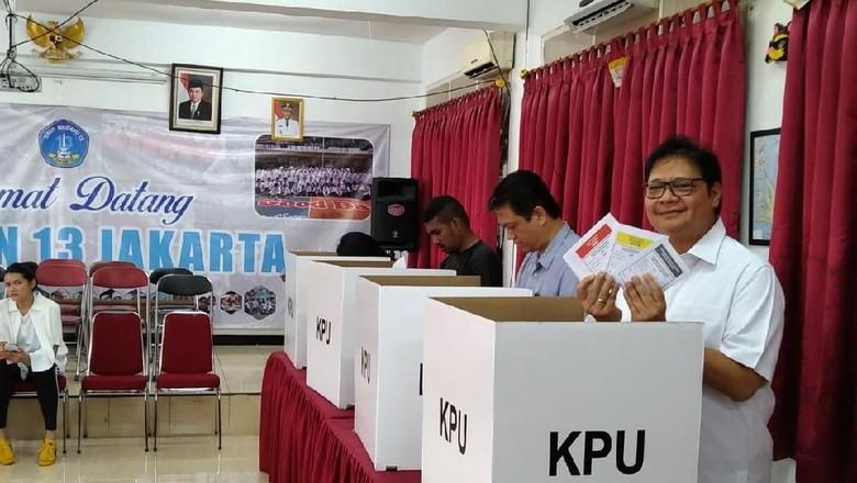 Jokowi-Maruf Unggul Jauh di TPS Lokasi Airlangga Mencoblos