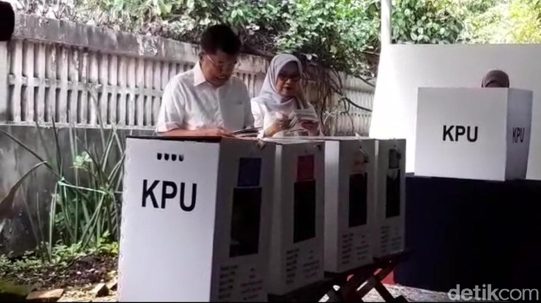 Istri JK Sempat Bingung Saat Memasukkan Surat Suara ke Kotak