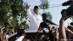 Kacamata Hitam Prabowo dan Kemeja Putih Jokowi