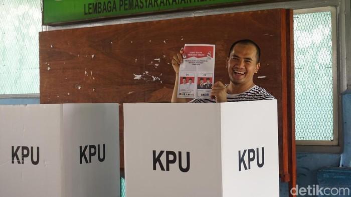 Ekspresi Saipul Jamil saat mencoblos di LP Cipinang. (Devi Setya/detikcom)