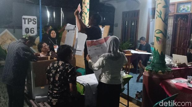 Hitung ulang surat suara di Madiun.