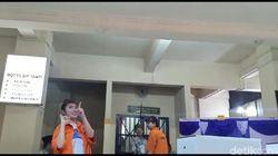 Pedangdut Caca Duo Molek Nyoblos di Rutan Polda Metro: Pilih Nomor 01 Dong