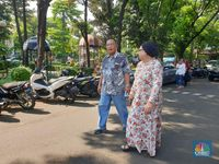 Menteri-menteri Nyoblos Pakai Baju Putih, Darmin Kok Batik?