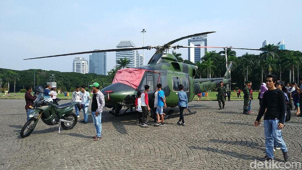 Libur Pemilu 2019 ke Monas, Bisa Foto Depan Helikopter