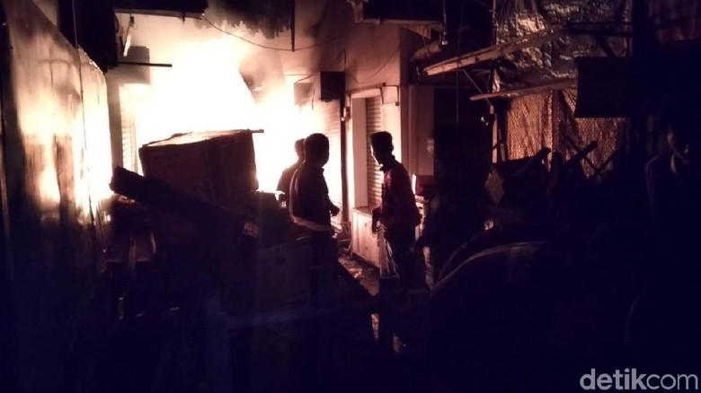 Api di Pasar Lawang Membesar, Lantai Dasar Ludes Dilalap Si Jago Merah