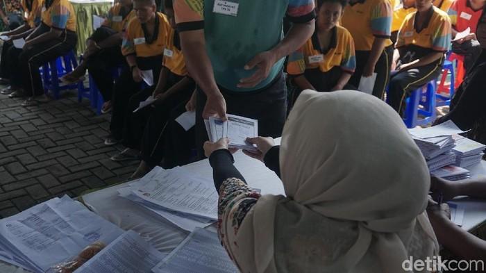 Para pengidap gangguan jiwa warga binaan panti sosial menggunakan hak pilihnya (Foto: Khadijah Nur Azizah/detikHealth)