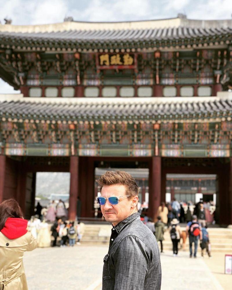 Jeremy Renner bersama sejumlah pemeran The Avengers: Endgame datang ke Seoul, Korea Selatan (renner4real/Instagram)