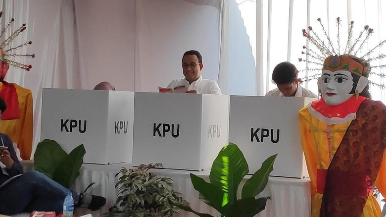 Sempat Hitung Ulang, Prabowo Menang Tipis di TPS Anies Baswedan
