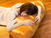Amazon Jual Bantal Besar Bentuk Roti, Bikin Kamu Auto Lapar!