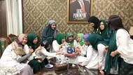 Momen Kuliner Cinta Penelope Bareng Keluarga hingga Eks Suami, Mustafa Debu