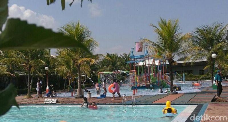 Traveler yang libur panjang di Purworejo bisa main air di objek wisata Sumber Adventure Center (SAC). Inilah destinasi wahana air terbesar se-Purworejo. (Rinto Heksantoro/detikcom)