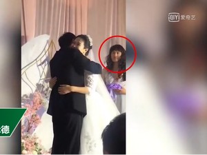 Rela Jadi Bridesmaid Demi Teman, Pria Ini Curi Perhatian Tamu Pernikahan
