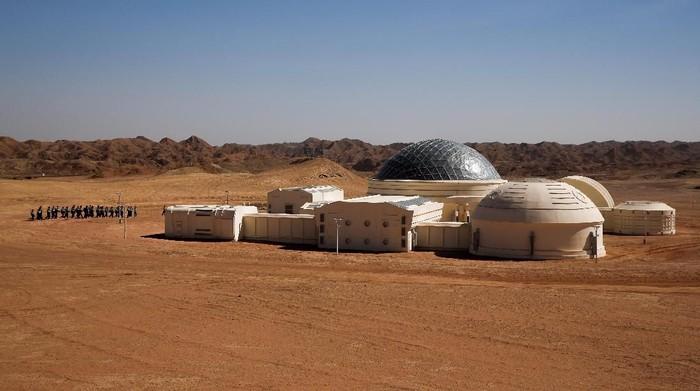 Markas simulasi planet Mars yang dibuat China di Gurun Gobi. (Foto: Thomas Peter/Reuters)