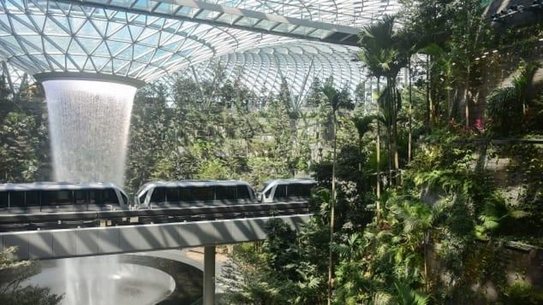 Jewel Changi Airport di Bandara Changi (Changi Airport Singapore)