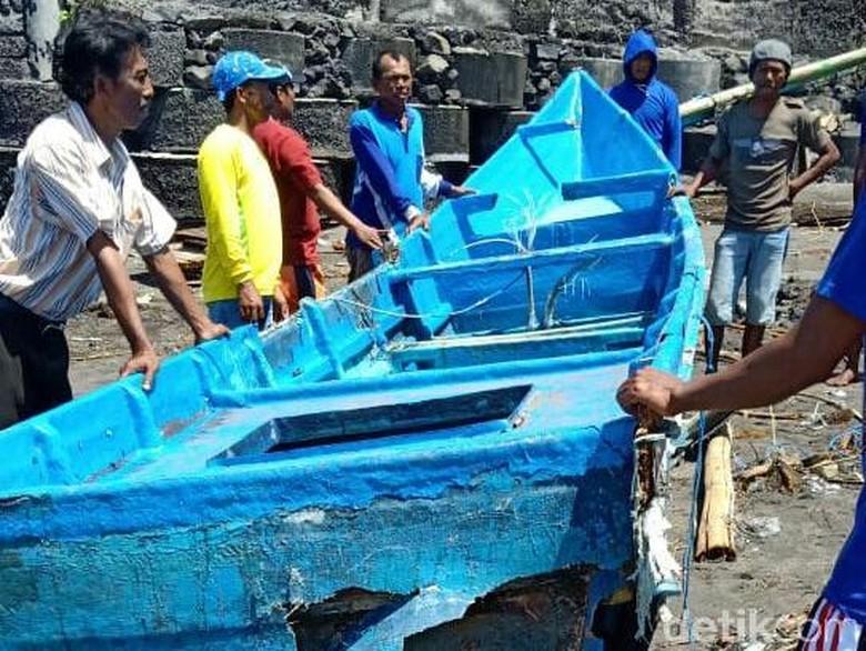 Kapal Pecah Dihantam Ombak, Nelayan Banyuwangi Ditemukan Tewas
