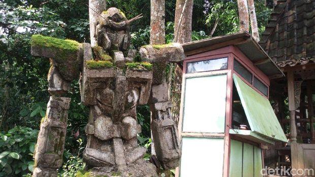 Patung gundam buatan Yatman yang viral