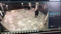 Ini Ciri-ciri Pria Misterius yang Coret Masjid di Cilandak