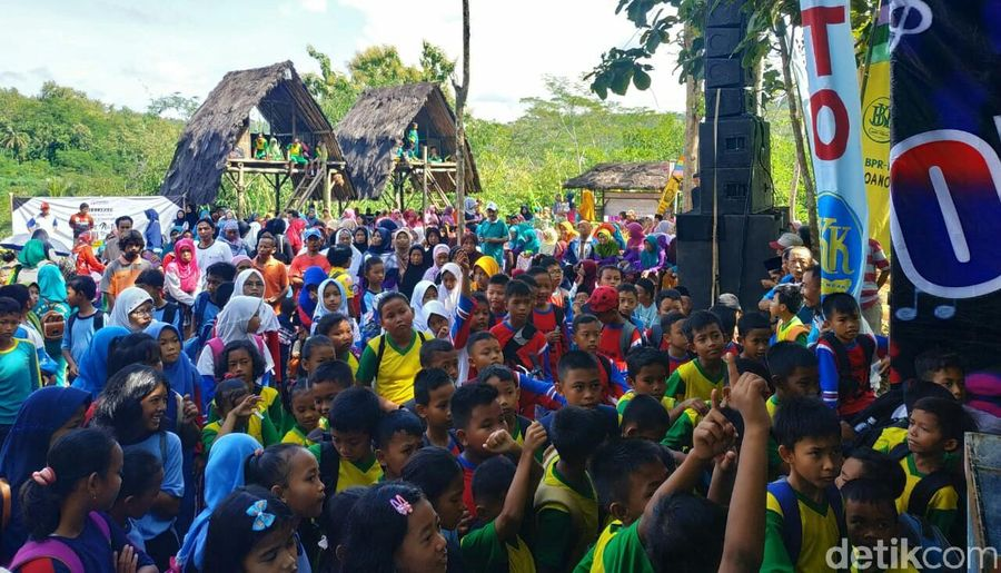Purworejo baru saja meresmikan objek wisata alam baru bernama Curup Kaliurip Selasa kemarin (16/4). Tujuannya untuk jadi destinasi wisata alternatif terkait bandara baru Yogyakarta (Rinto/detikcom)