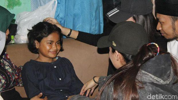 Cerita Nabila Bocah Pemulung yang Mengundang Simpatik Warga