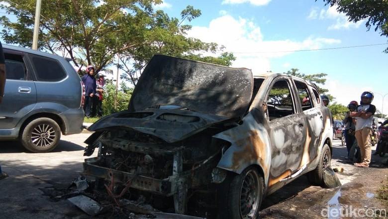 Mobil Pak Guru di Pangkep Sulsel Terbakar Usai Isi Bensin
