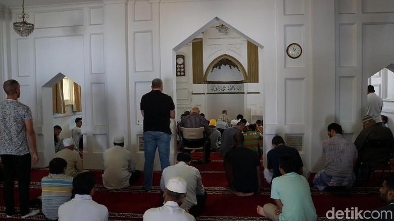 Masjid di Perth dan Makanan Halal