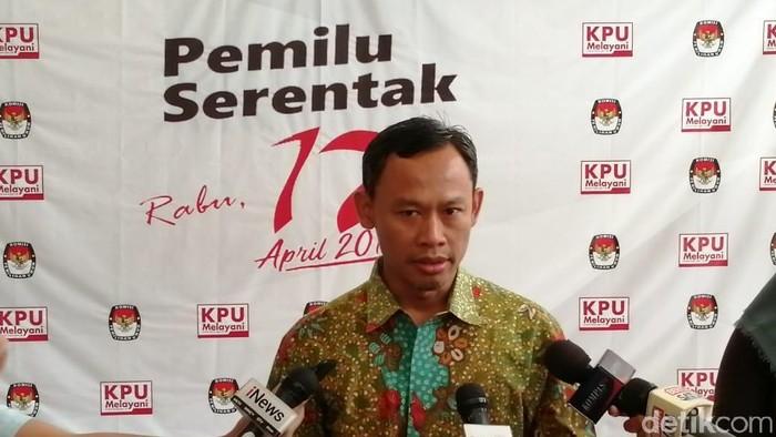 Komisoner KPU Pramono Ubaid bicara soal situs KPU down dan tak bisa diakses. (Foto: Muhamad Imron Rosyadi/detikINET)
