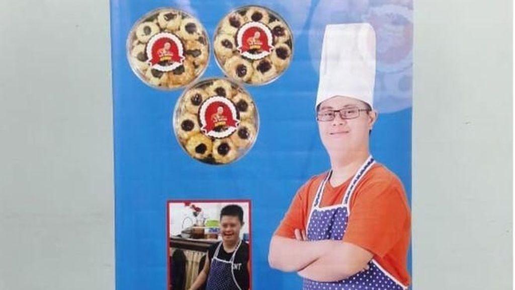 Jangan Mau Kalah! Ini Aswin Nugroho, Penyandang Down Syndrome yang Jualan Kue