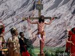 Melihat Prosesi Jalan Salib di Gereja St Fransiskus Asisi Tebet