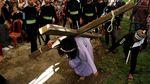 Potret Prosesi Jalan Salib di Seluruh Indonesia
