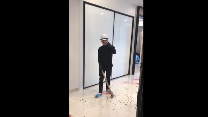 Pria viral hancurkan apartemennya karena kurang mewah. Foto: Dok. YouTube