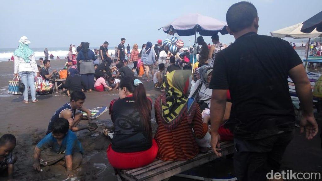 Long Weekend, Pantai Pangandaran Dipadati Pengunjung