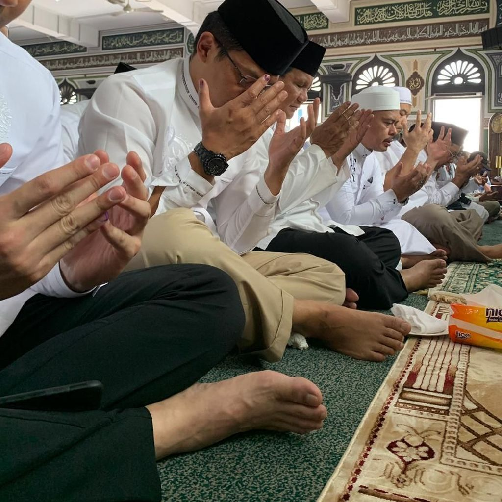 Momen Prabowo Salat Jumat hingga Sujud Syukur di Masjid Al-Azhar