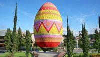 Ini Telur Paskah Terbesar Dunia yang Pecahkan Guinness World Records