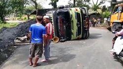 Penumpang Sepeda Motor Tewas Tertimpa Truk di Sukabumi