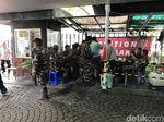 Polisi-GP Ansor Jaga Jumat Agung di Katedral Jakarta, Jemaat Khusyuk Ibadah