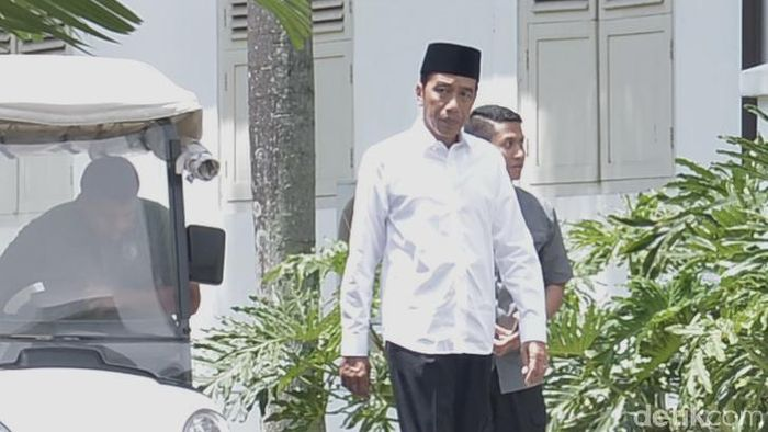 Foto: Jokowi di Masjid Istana Bogor (Kris - Biro Pers Sekretariat Presiden)
